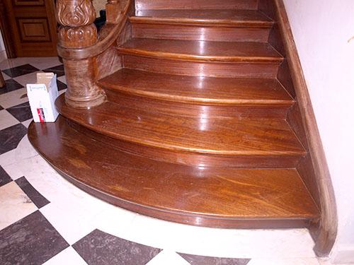 Escaleras en Madera de Iroko