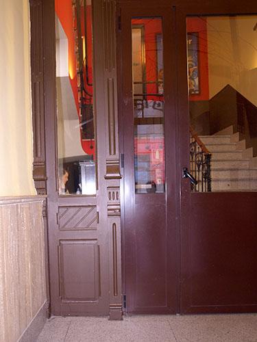 Puerta madera de pino local Salamanca
