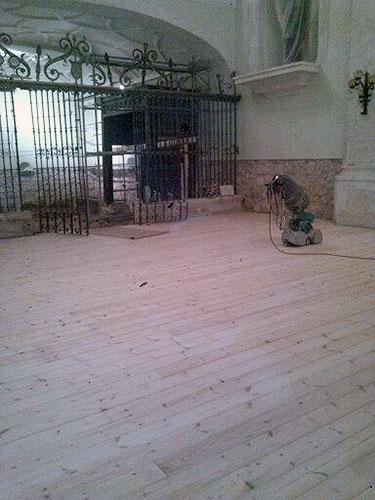 Suelo de pino tratado en Monasterio